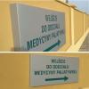oznakowanie-osrodka-zdroiwia-samarytanin-tablica-kierunkowa-z-dibondu-advert-studio