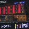 Napis podświetlany na budynku Hotelu Festival w Opolu. Advert Studio