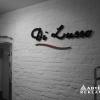 Logowanie luksusowego sklepu z obuwiem Di Lusso. Litery przestrzenne (styrodur) z licem z błyszczącej czarnej pleksi.