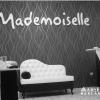 Logowanie salonu kosmetycznego Mademoiselle. Litery przestrzenne bielone z błyszczącym licem z pleksi. Advert Studio.