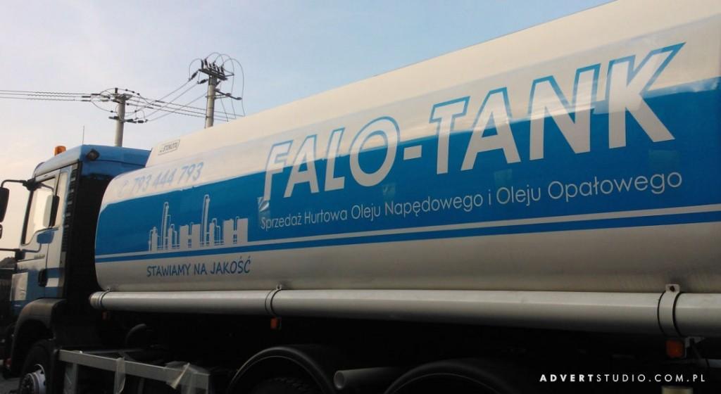 Grafika na cysternie. Oklejone folia z atestem samogaszacym. Advert Reklama Opole.