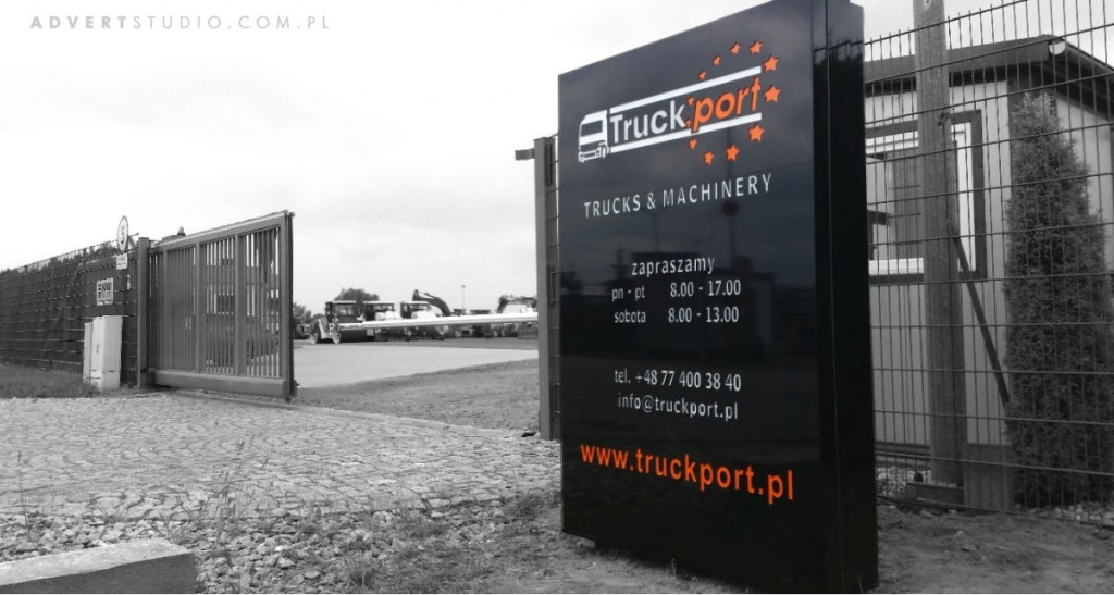 Pylon wjazdowy na teren firmy Truck Port -producent pylonow Advert