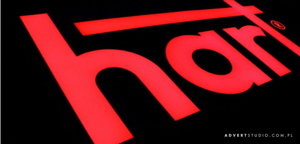 efekt swietlny liter podswietlanych -HART - Advert