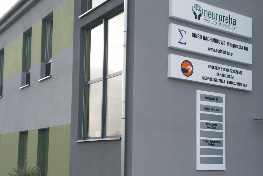 Oznakowanie Centrum rehabilitacji Neureha w Opolu-kasetony-advert