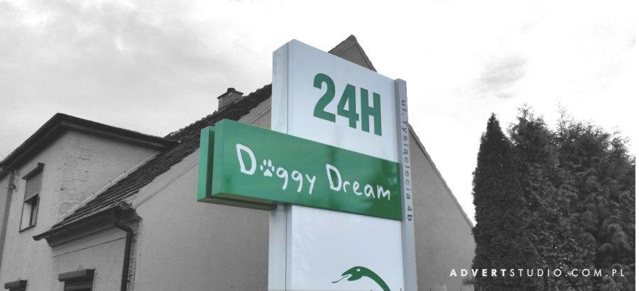 Pylon podswietlany - totem - centrum weterynarii Doggy Dream - reklama  advert Opole