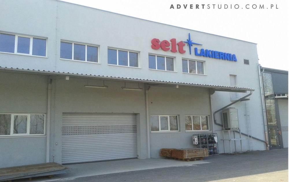 oznakowanie hali lakierni SELT W opOLU-ADVERT producent reklam