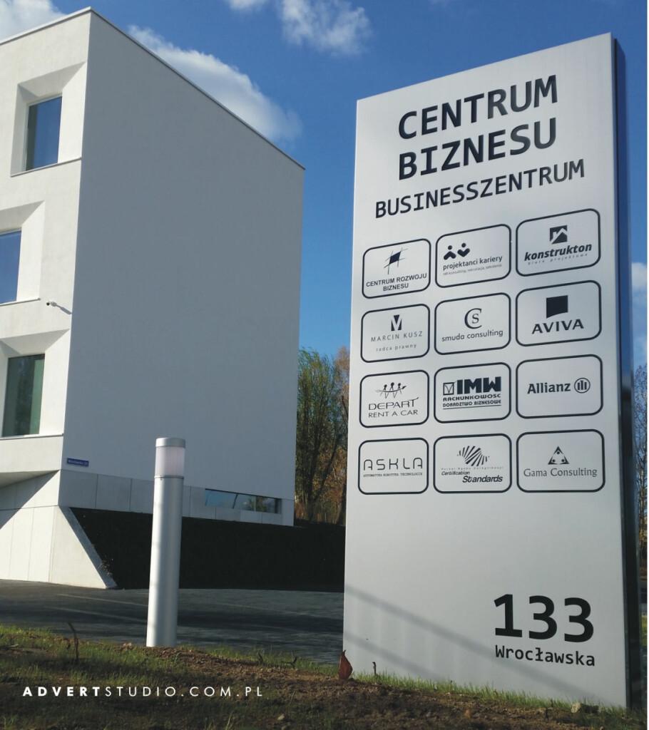 pylon przed biurowcem centrum biznesu opole-advert reklama