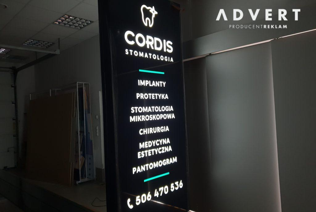 pylony reklamowe LED od producenta