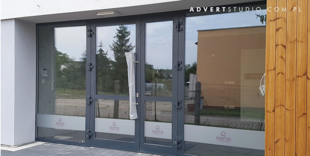 oznakowanie budynku stommatiologi dentis opole -advert reklama