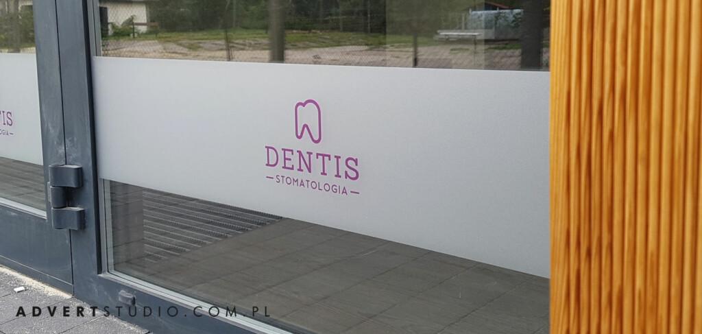 slizacja witryn -oklejenie witryn folia szron -stomatologia dentis opole advert reklama