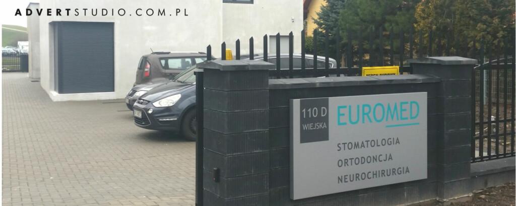 tablica reklamowa z nazwa ulicy-reklama advert