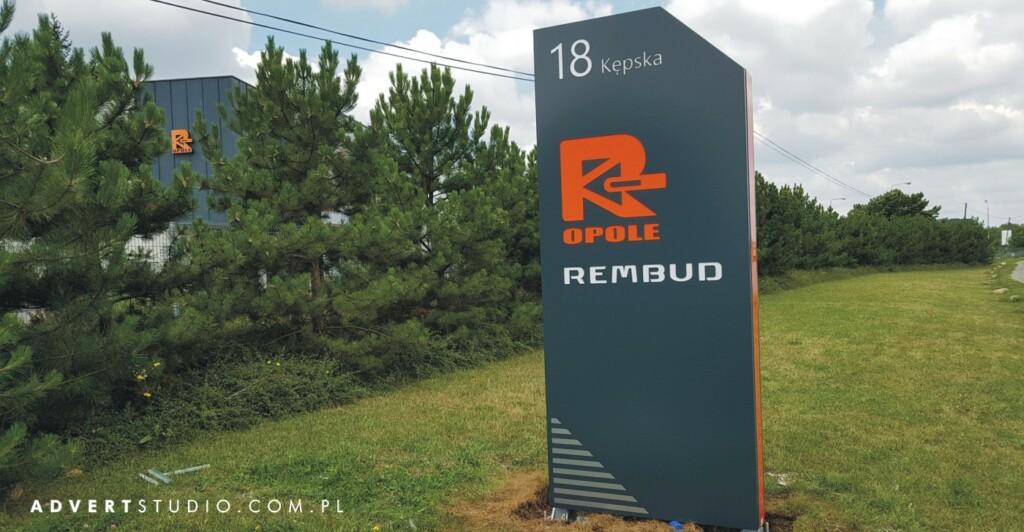 pylon reklamowy dewelopera REMBUD z Opola