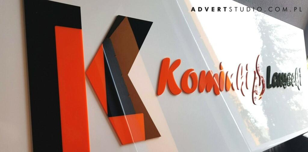 tablica z logo Kominki LAWECKI