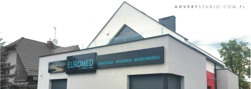 oznakowanie-kliniki-ortodoncji-i-stomatologii-advert-reklama