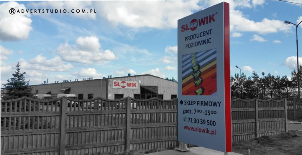pylon wizerunkowy przy siedzibie firmy - pylon wjazdowy-kierunkowy- advert reklama