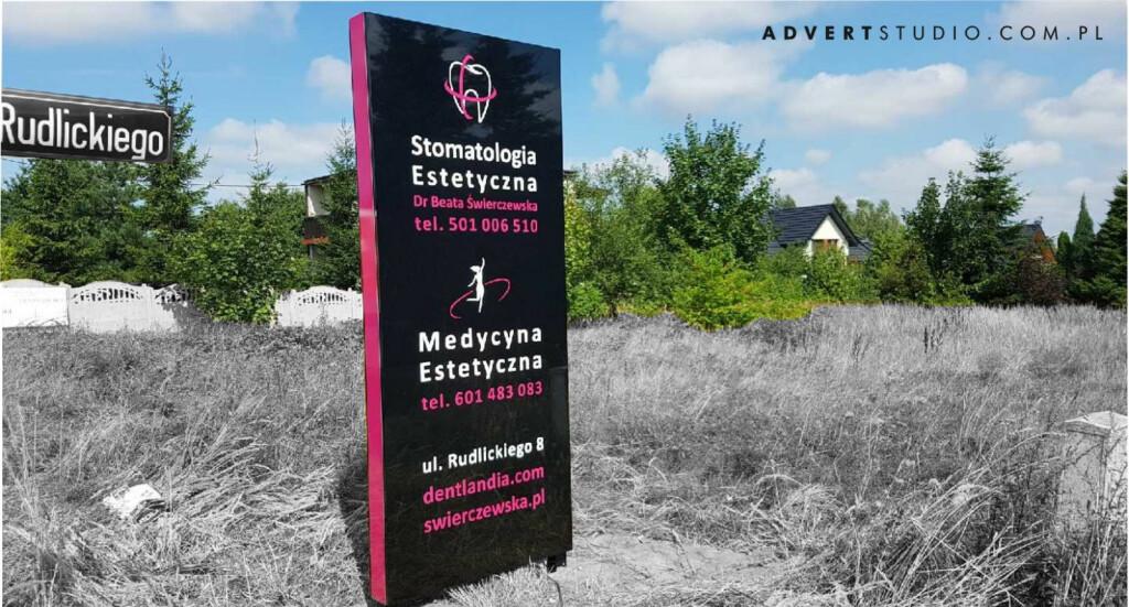 pylon reklamowy Medycyna Estetyczna z cZĘSTOCHOWY